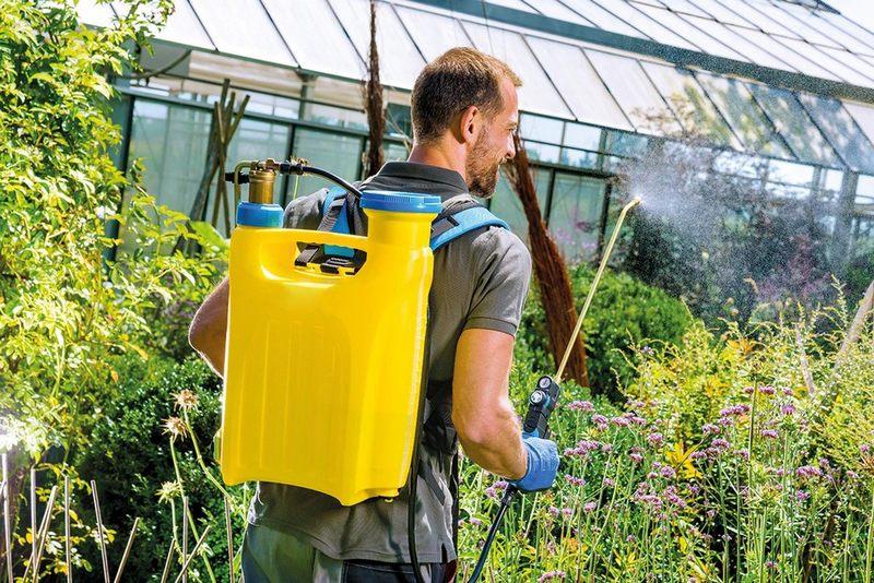 Как выбрать опрыскиватель для огорода